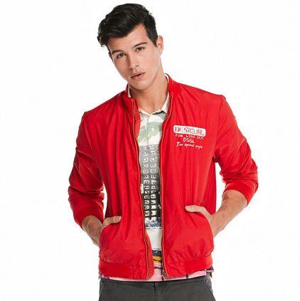 veste rouge Desigual Dom a moins de 16 euros