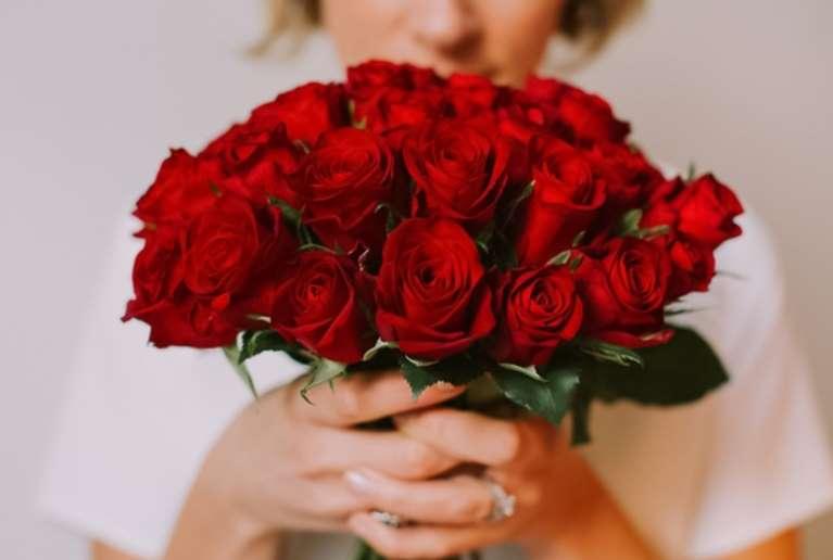 Spécial St Valentin 25 Roses Moitié Prix Avec Option Champagne