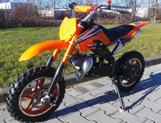 moins de 200 euros la petite moto dirt bike 49cc 60km h port inclus bons plans malins. Black Bedroom Furniture Sets. Home Design Ideas