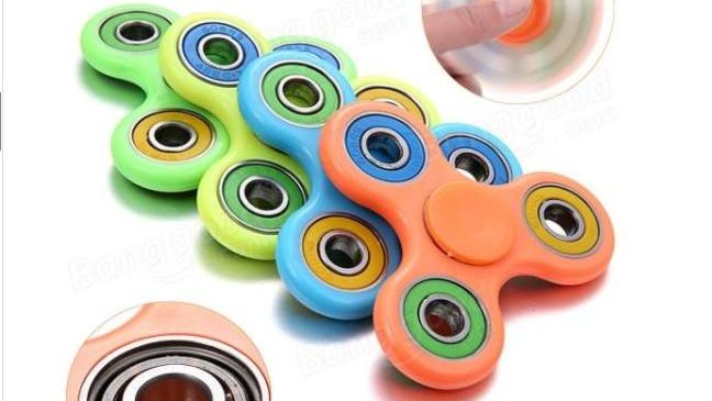1,66€ le Hand spinner multi couleur