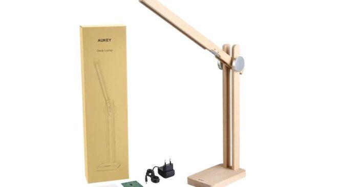 lampe de bureau design en bois pliable LED Aukey