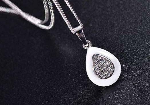 Moins de 10€ le collier en argent avec pendentif pierre
