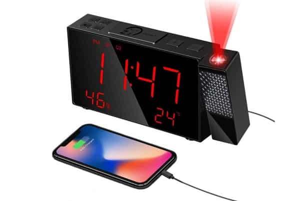 radio réveil digitale homvilla avec projection et port usb de charge smartphone
