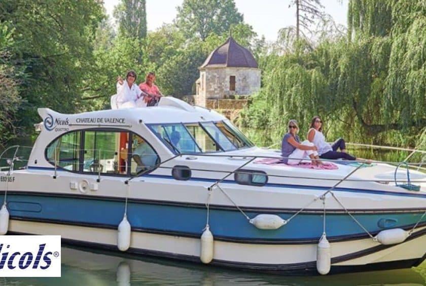 Tourisme fluvial à bord d'un bateau sans permis moins cher