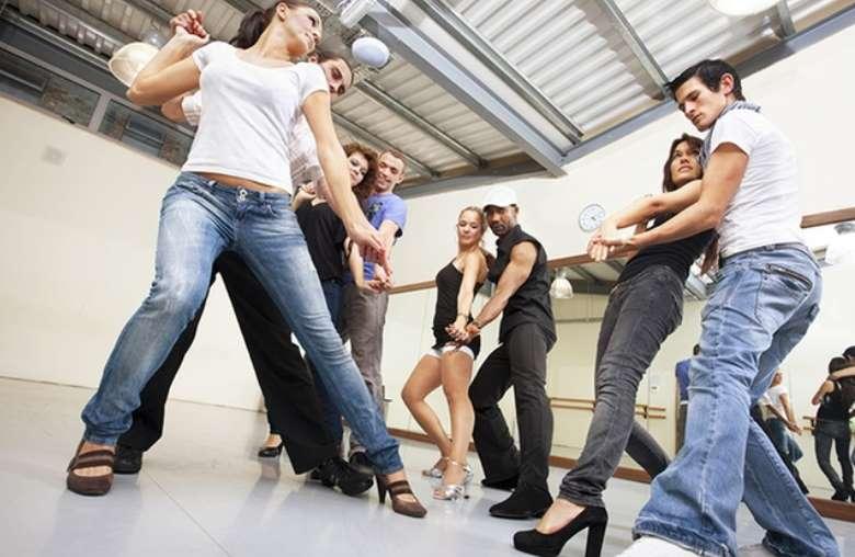 Cours De Danse Latine Salsathèque De Toulouse Pas Chers