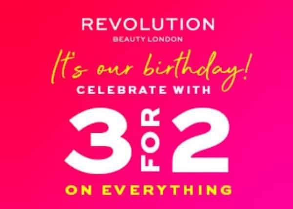2 produits revolution beauty achetés = le troisième offert